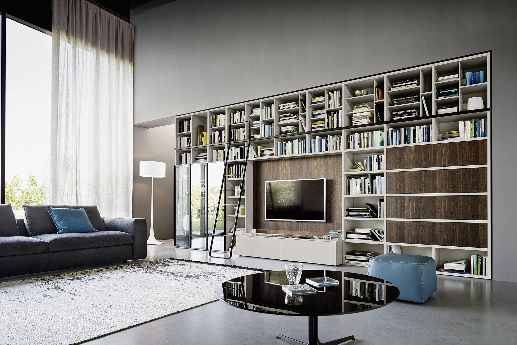 Moderne TV Wohnwand mit Bücherregal von Livitalia mit ...