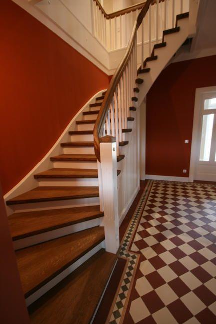 Einfamilienhaus: Meisterliche Holztreppe – DAS HAUS