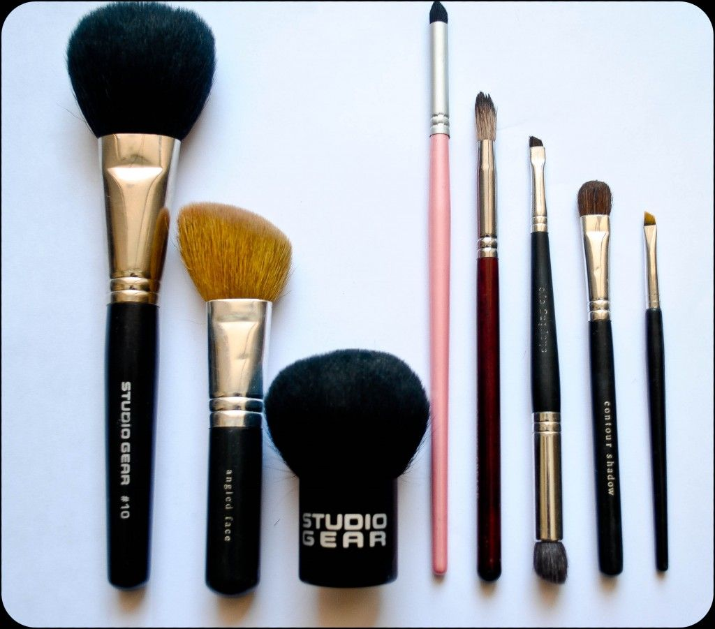 Essential Brush Set 1 Gigantic Fluffy Face Brush 2 Angled