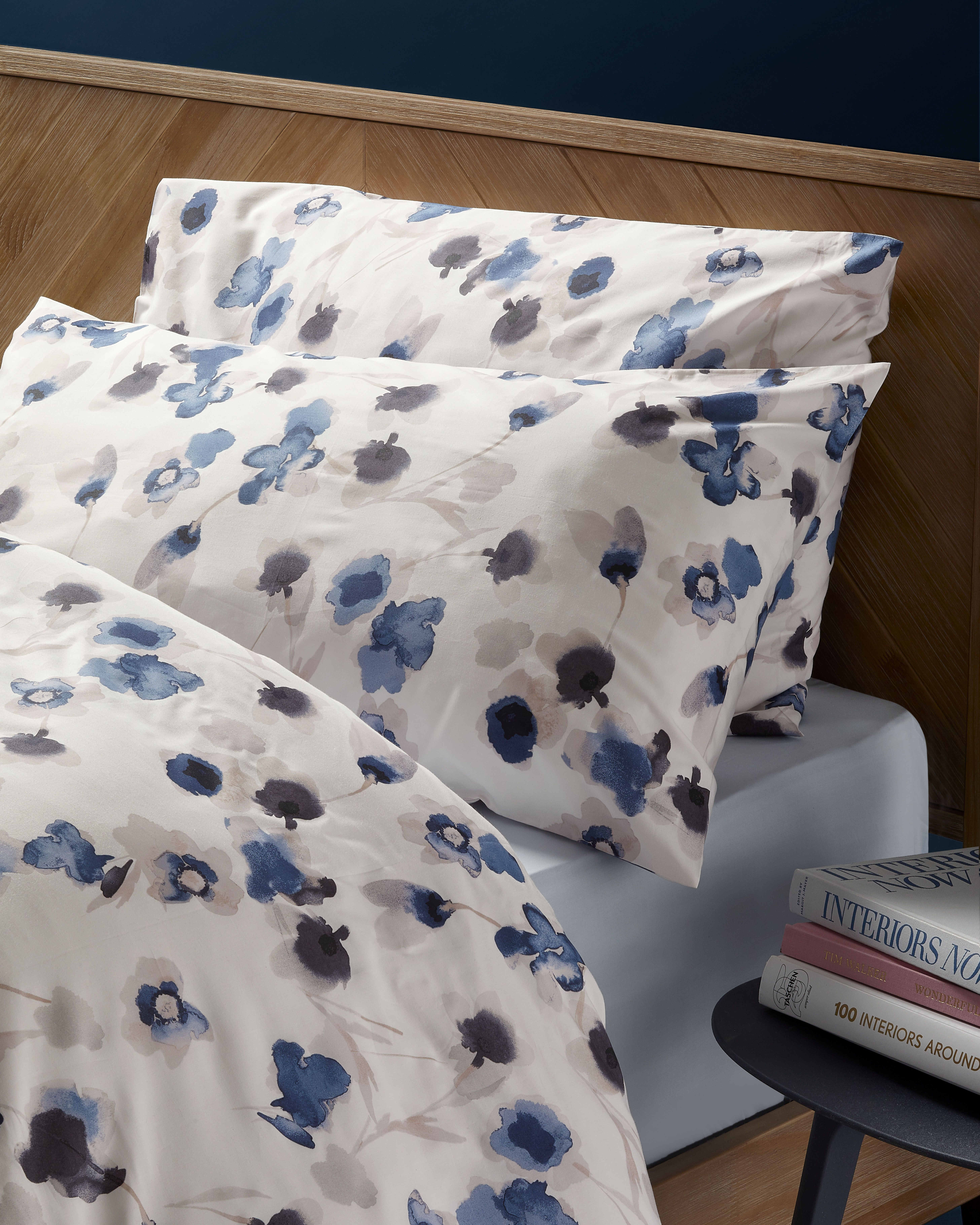 Comfortably Cool Floral Bedding Set Bed Floral Bedding Bed Pillows