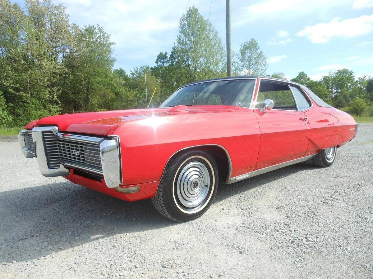 1968 Grand Prix... fender skirts *and* a hood-mount tach? That\'s ...