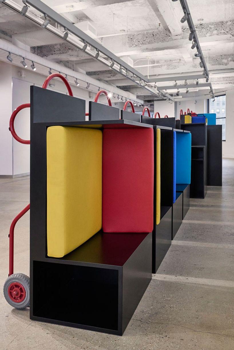 Una Colecci N De Muebles M Viles Dise Ados Para La Universidad De  # Muebles Moviles