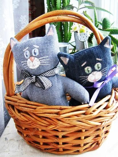 recycle crafts made of old jeans #recycledcrafts