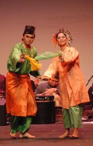 Busana Tari Zapin : busana, zapin, Tarian, Zapin, Wikipedia, Bahasa, Melayu,, Ensiklopedia, Bebas, Cultural, Dance,, Traditional, Malaysia, Truly