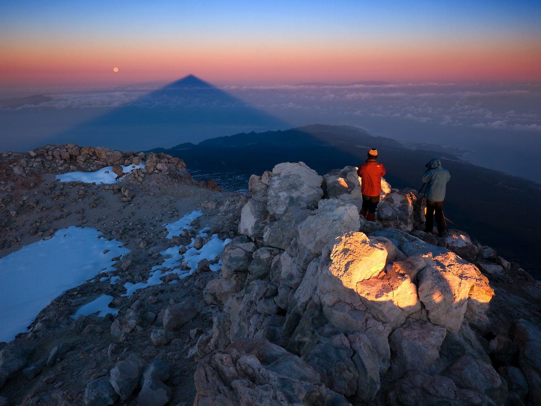 Sunrise From The Summit Of Mount Teide Tenerife Canary Islands Tenerife Travel Around The World Natural Landmarks