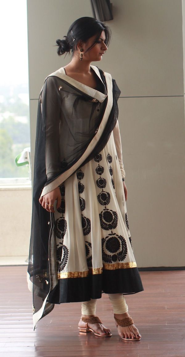 cb557bbdfc Black, white and gold Indian Makeup And Beauty Blog, Brown Style, Indian  Look