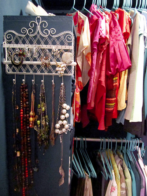 MadeByGirl: Real People, Real Closets: Gloriau0027s Closet...Ooh Cute Jewelry  Holder!