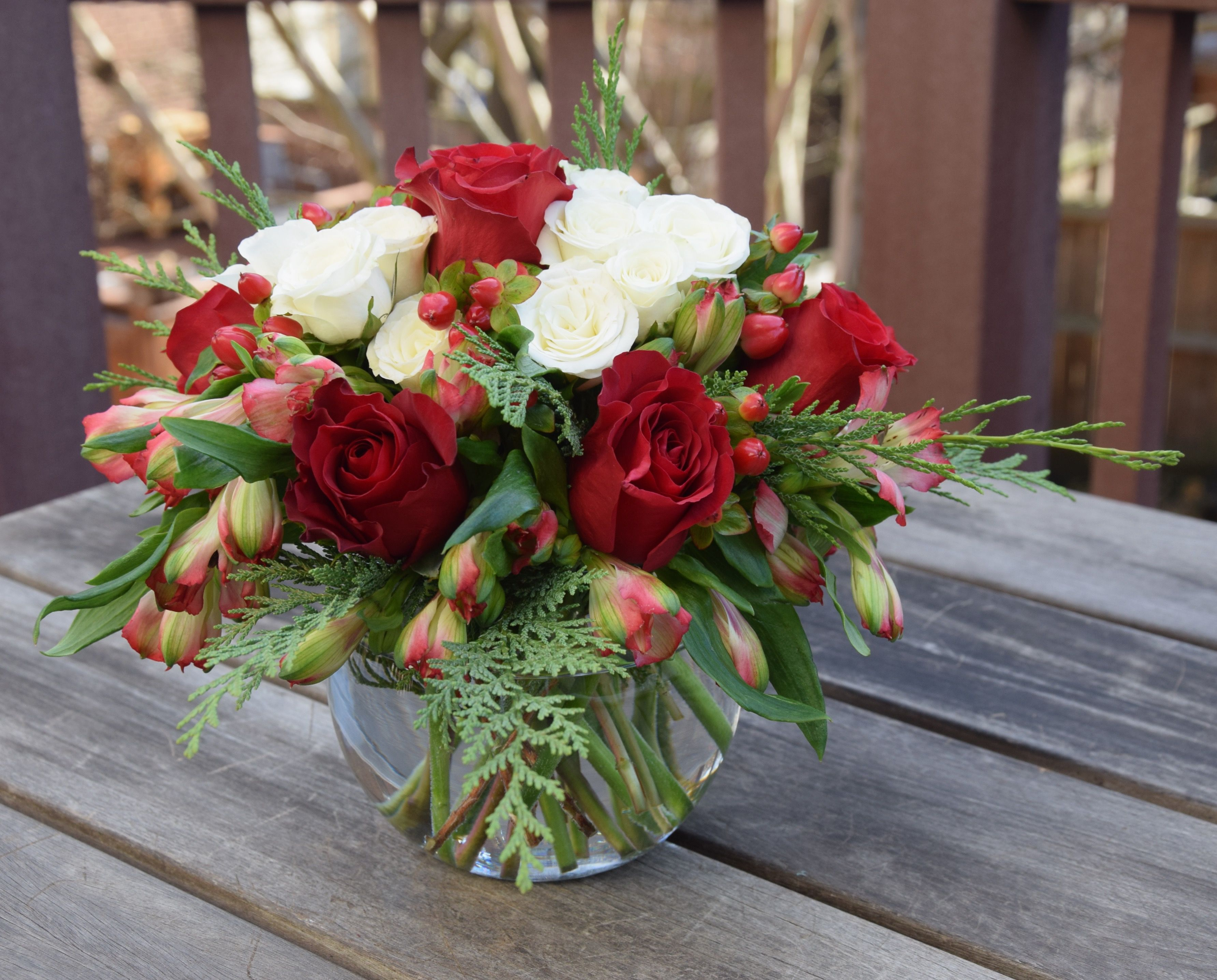 Flower bouquet in a glass bowl with roses alstroemerias hypericum flower bouquet in a glass bowl with roses alstroemerias hypericum izmirmasajfo
