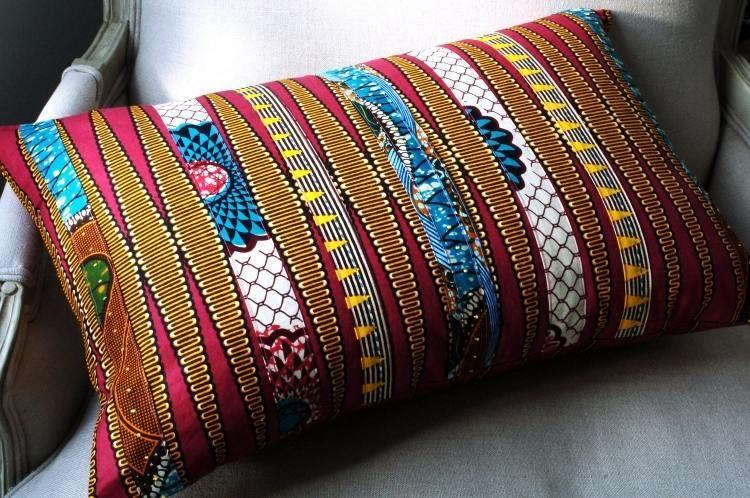 se faire un coussin multicolore en chutes de tissus - idée de patchwork facile