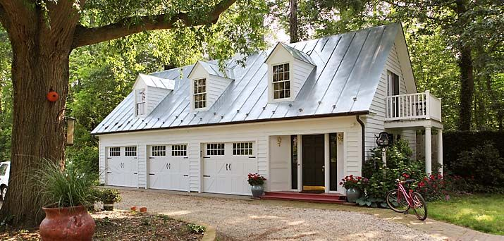 Tour These Beautiful Historic Waterfront Homes In Virginia Cottage House Exterior Carriage House Plans Carriage House Garage