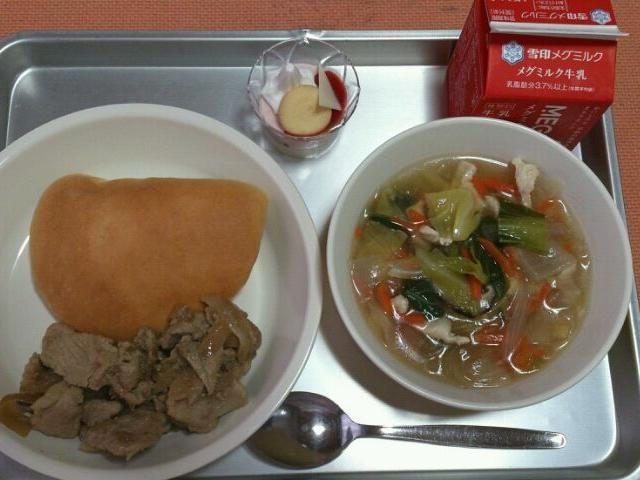 小学校の給食です。 今日は、自校献立です。  ・焼き肉 ・春雨の中華スープ ・米粉サンドパン ・ミニパフェ ・牛乳  今日は、今年度最後の給食でした。 - 68件のもぐもぐ - 今日の給食(3/18) by sakachinmama