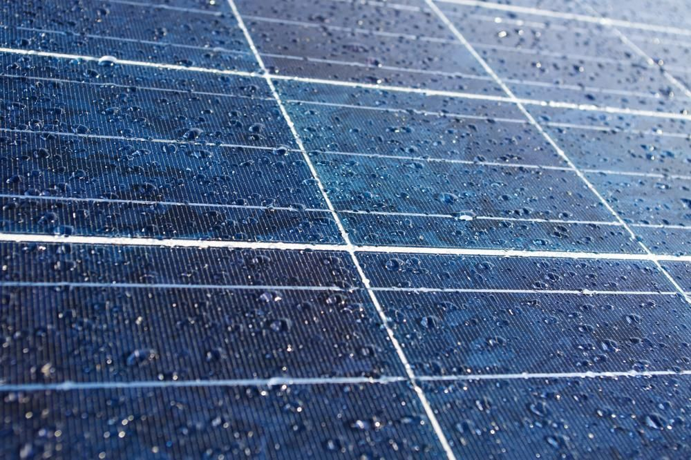Graphene To Create Solar Energy From Raindrops Technology News And Analysis From Zbytz Solar Panels Best Solar Panels Solar Energy