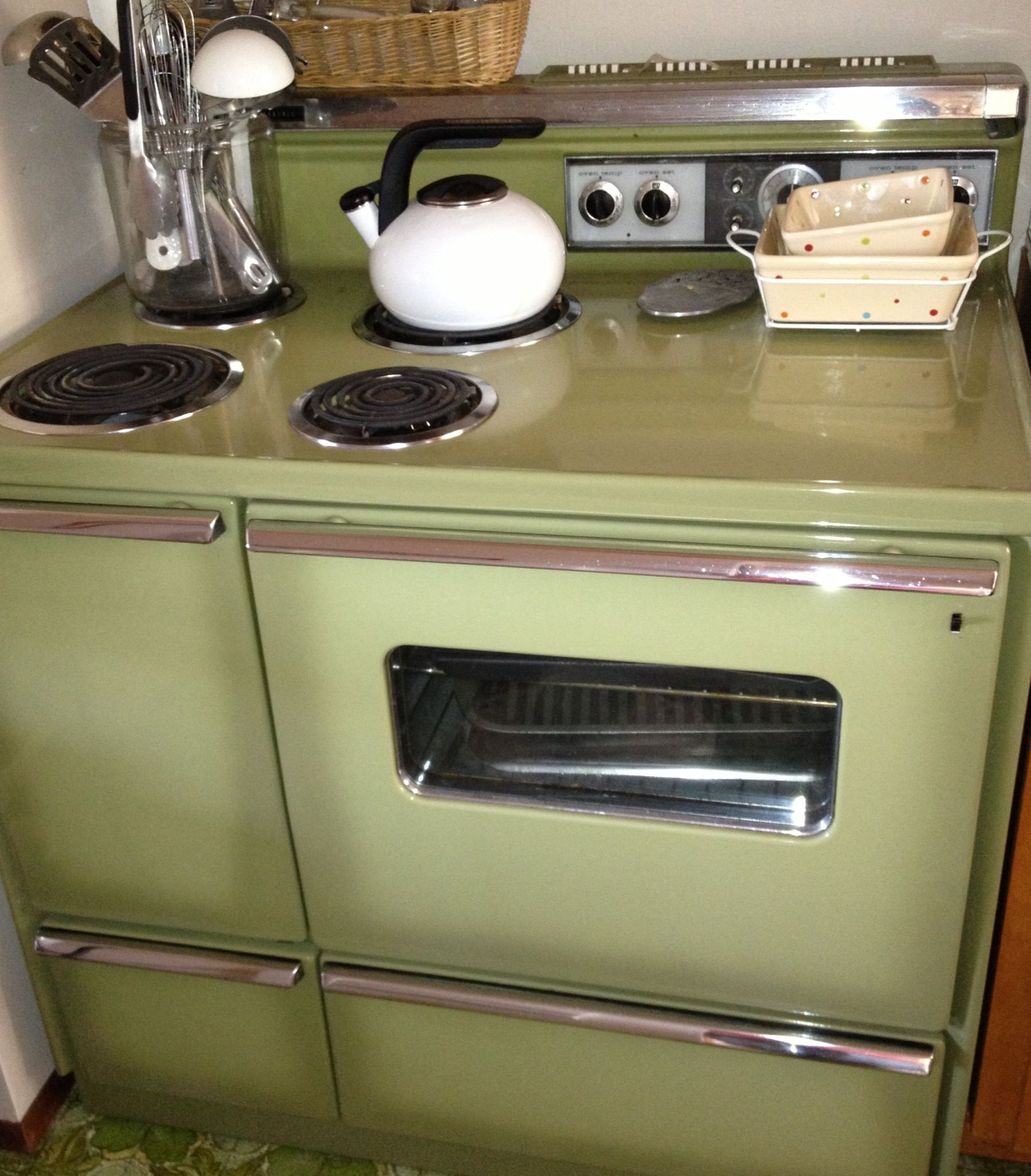 While I Really Dislike The Avocado Green Color I Absolutely Love My 1964 General Electric Push Vintage Refrigerator Vintage Kitchen Appliances Vintage Kitchen