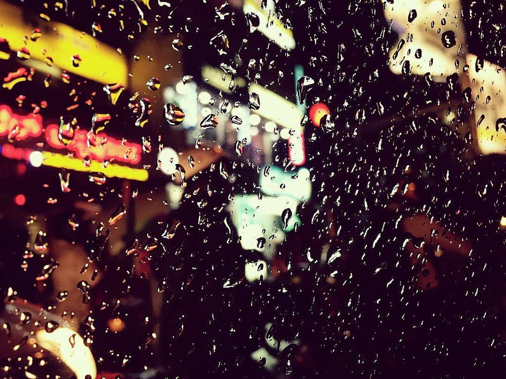 Showers of desperation in namma bengaluru  #iphone6s#iphone6sphotography#shotoniphone6s#iphonesia#igers#jj_forum#raindrops#relief#nammabengaluru#nammakarnatakamemes#ig_karnataka#rsa#ig_captures#thephotosociety#photooftheday#instadaily