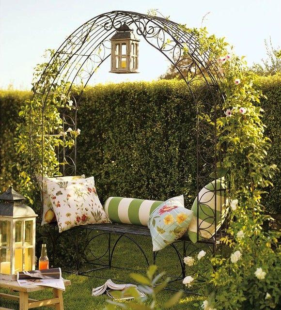 Beautiful Garden Trellis Bench