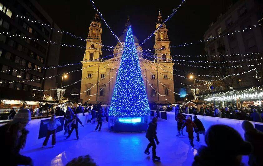 Kerstmis in Budapest tegenover de Basiliek