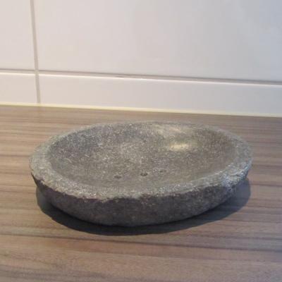 Naast de stenen waskom is het leuk om een zeepbakje als accessoire ...