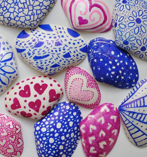 Decorated shells with sharpies is part of Seashell crafts, Seashell painting, Painted shells, Crafts, Shells, Shell crafts - Great craft project for coastal decor  Simple shells decorated with patterns