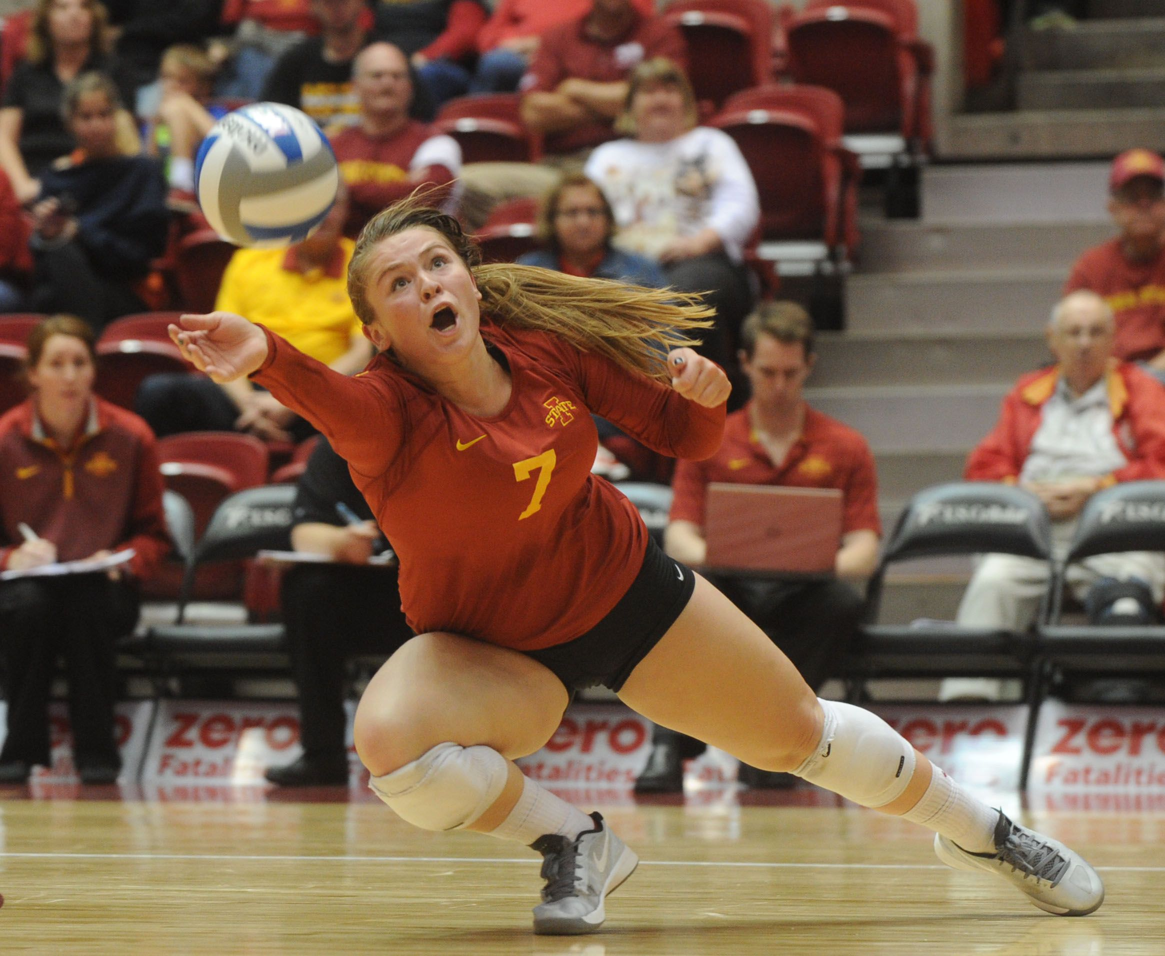 Iowa State Libero Caitlin Nolan Returns The Ball Against Kansas During The Third Set Of The Cyclones Five Set Victory On W Iowa State Cyclones Iowa State Iowa