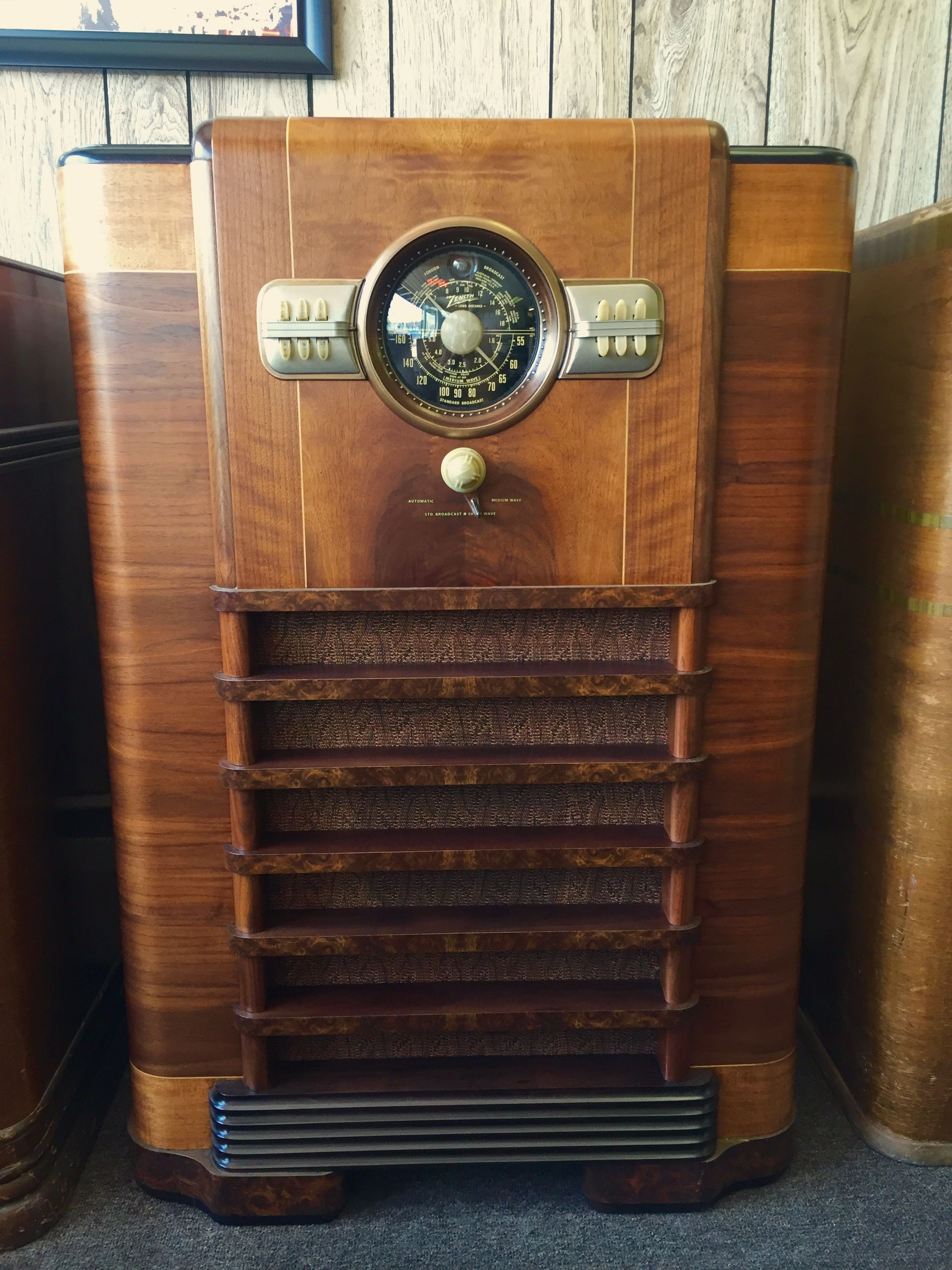 This Zenith 1940 Radio Has Had The Electronics Cabinet And Grill Cloth Restored And Is Ready For Purchase 2950 00 M Antique Radio Old Radios Vintage Radio