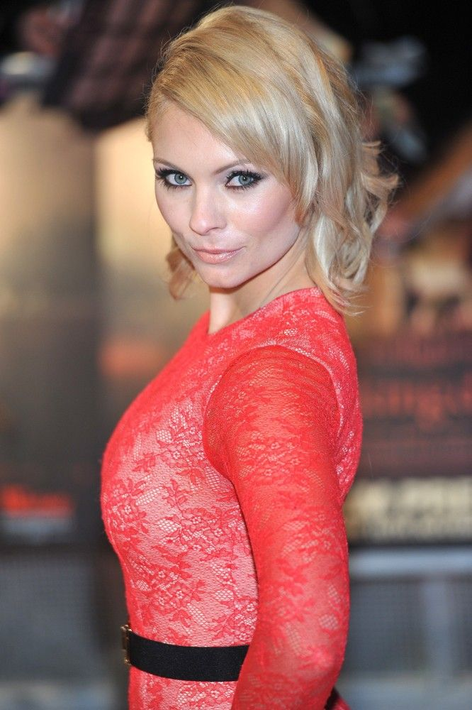 myanna buring pictures