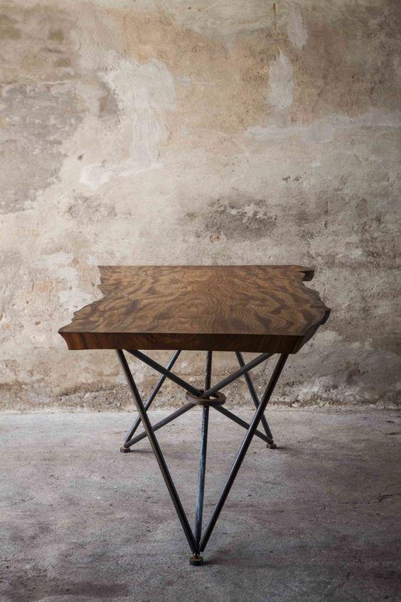 Tafel natuurlijk hout, stalen onderstel