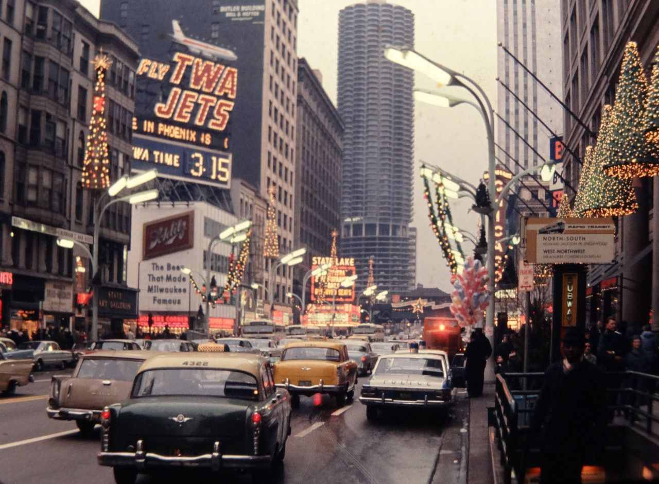 Looking North To State And Randolph 1964 Chicago Holiday Season Chicago Photos State Street Chicago Chicago Holiday