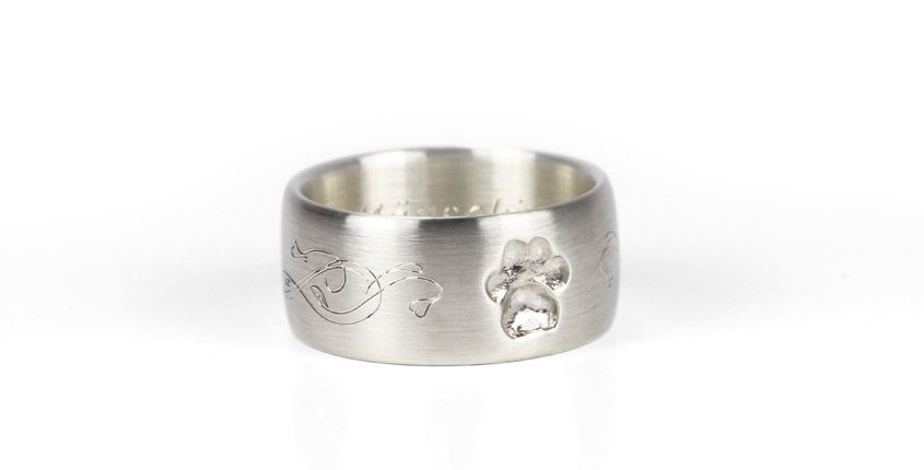 Customized memorial ring with an actual dogpaw and a beautiful ornament engraving ... made by FOYA Personal Jewelry