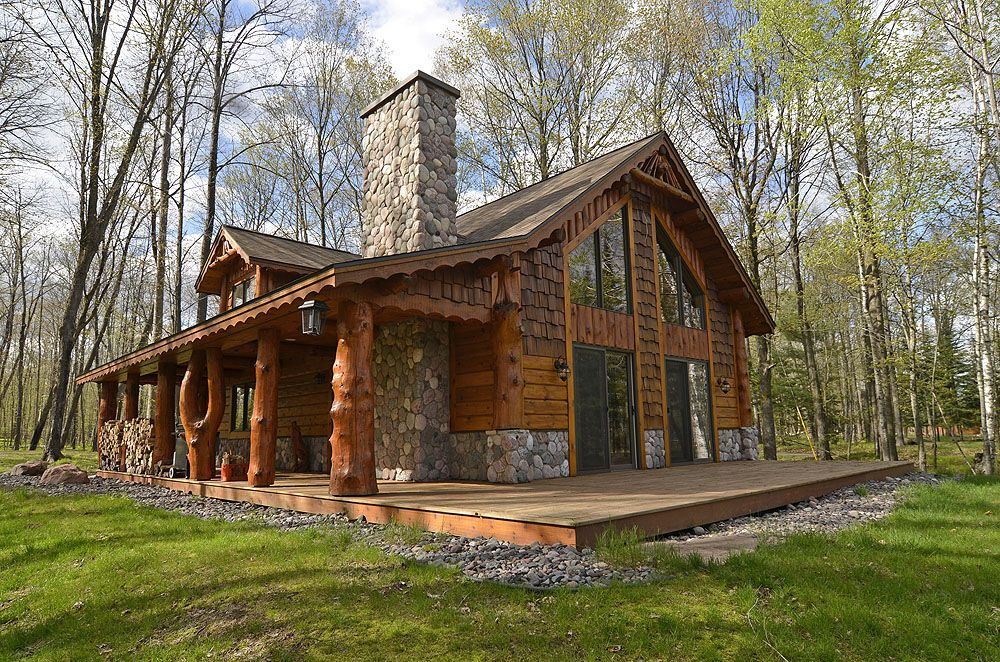 River 39 s edge cottage is a 1400 square foot 2 bedroom for Two bedroom log homes
