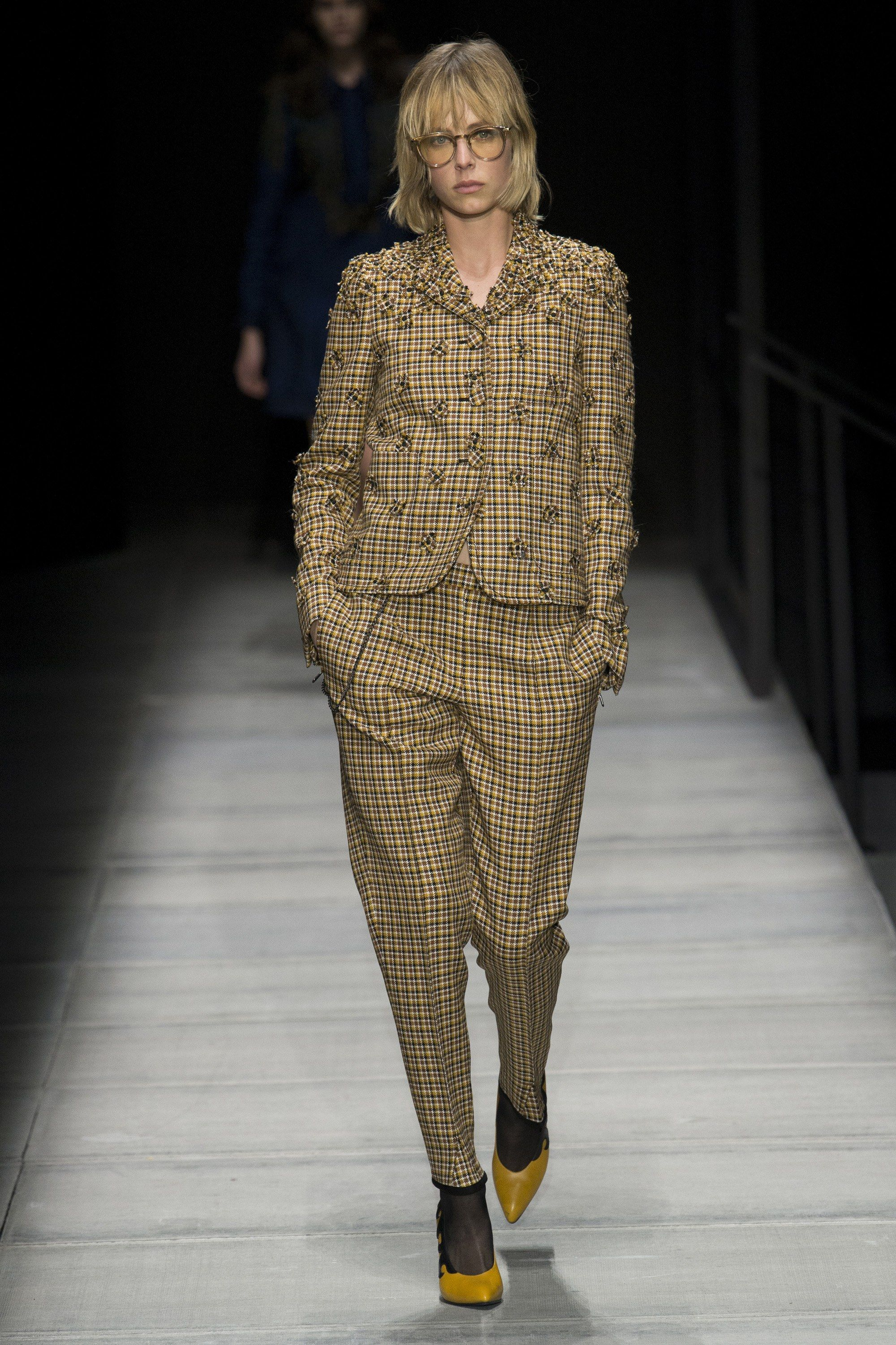 321657b58509 The complete Bottega Veneta Fall 2018 Ready-to-Wear fashion show now on  Vogue Runway.