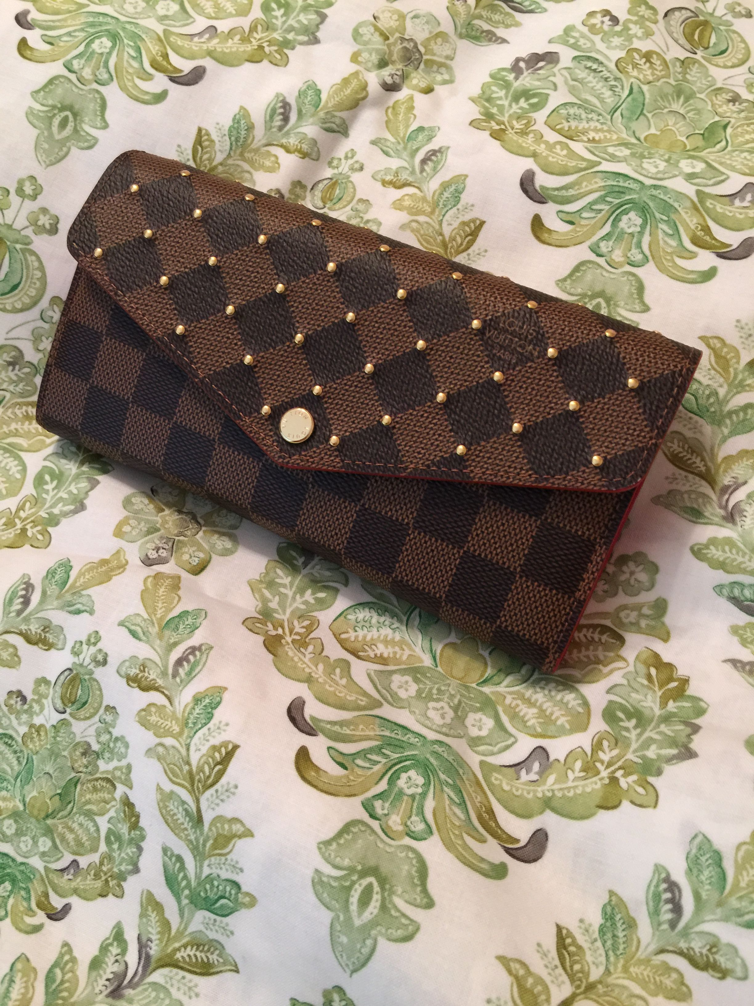 f9c428cd1bc97 Louis Vuitton 2018 Sarah wallet in Damier Ebene with gold colored pin dot  studs