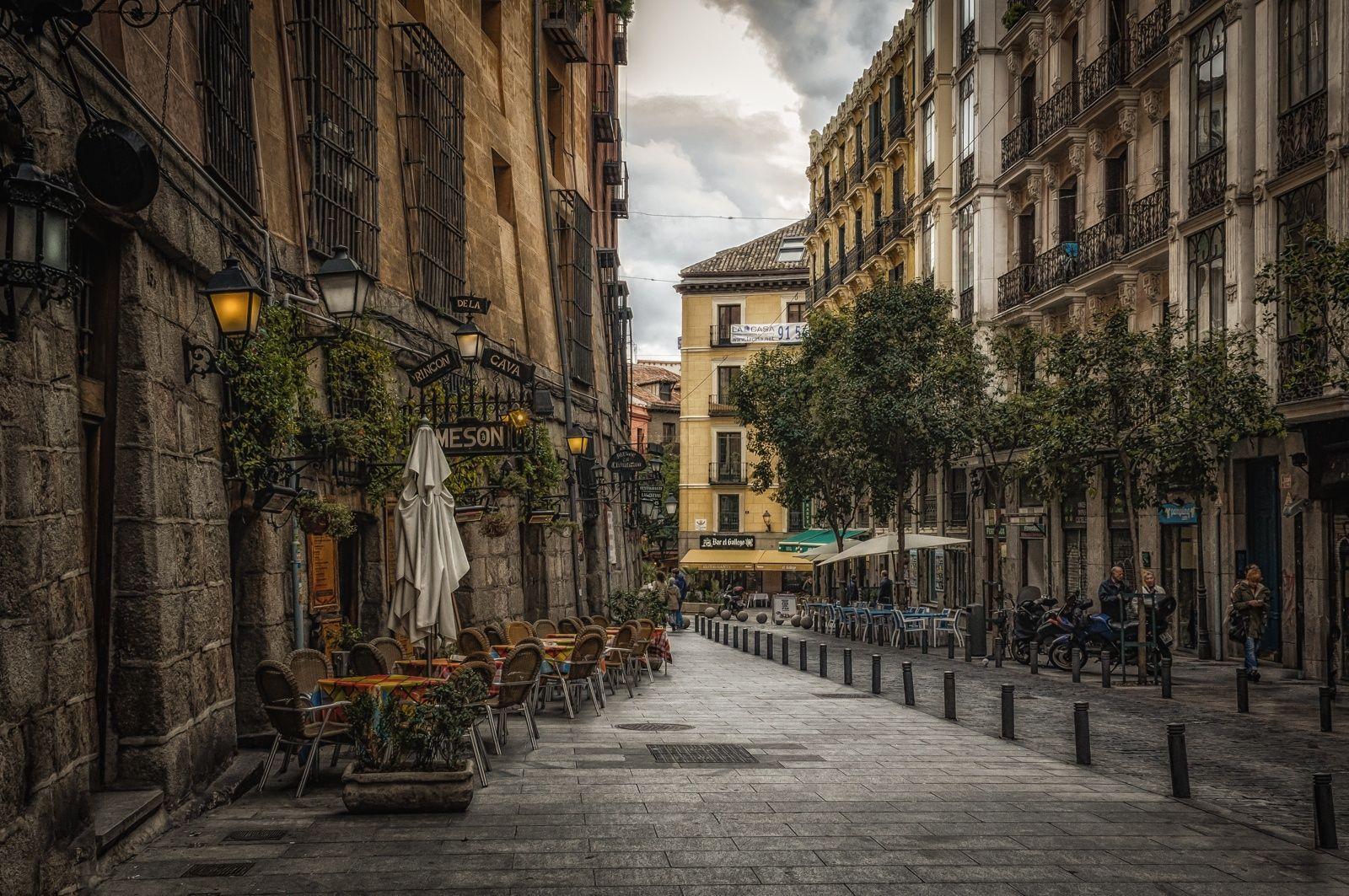 antigua calle en el Madrid de los Austria , muy cerca de Plaza Mayor