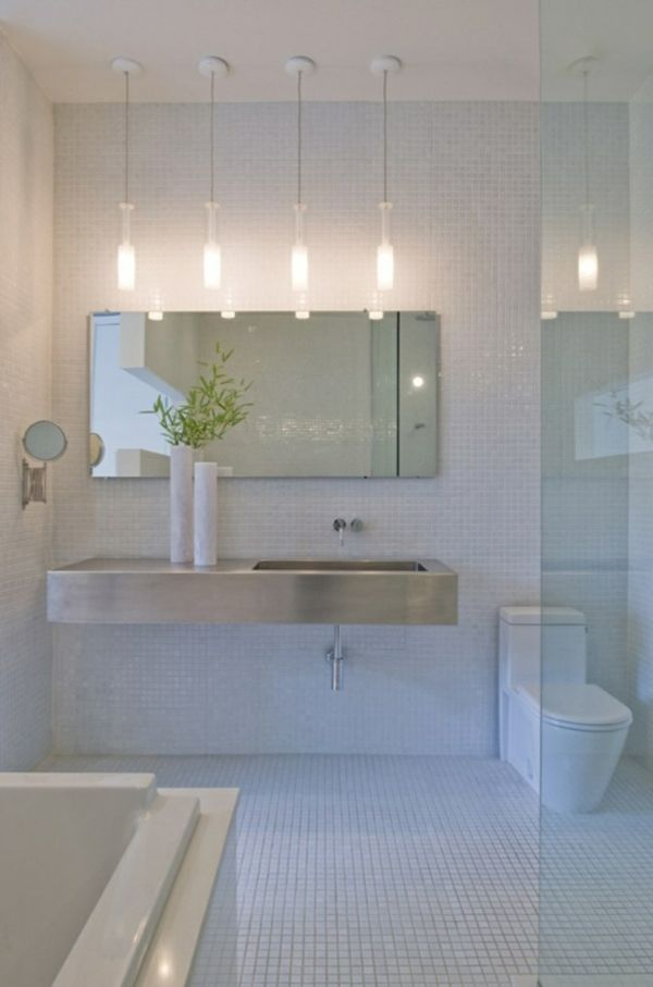 Schöne Badgestaltung   Luxus Interieur Mit Vier Lampen Und Weißen Fliesen    77 Badezimmer Ideen