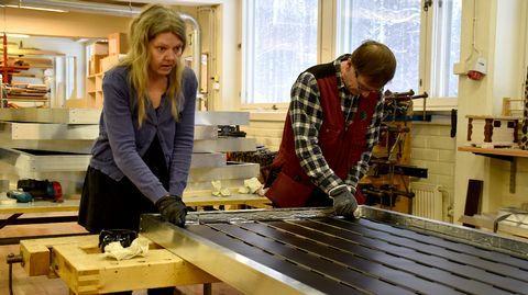 Tohmajärven kansalaisopiston aurinkokeräinten rakentamiskurssit vetävät osallistujia yli kuntarajojen. Tämän lukuvuoden kurssit ovat Itä-Suomen ensimmäiset. Hiihtolomaviikolla syntyy ryhmäläisten yhteistyönä 21 aurinkokeräintä kotikäyttöön.
