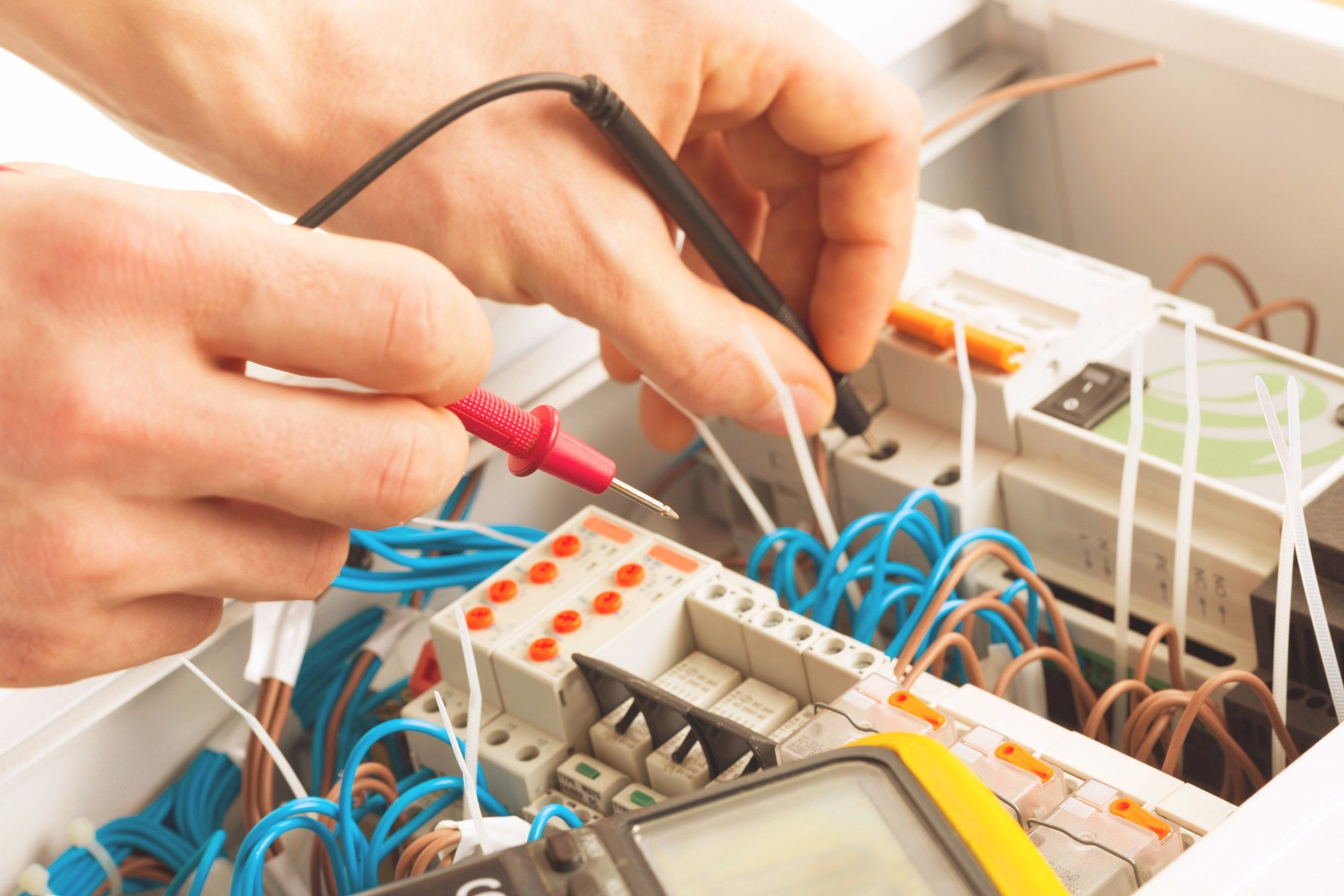 A Class Electricians Carefree Offers A Complete Portfolio Of Electrical Services Including Preventive Maintenance Emergency Electrician Electrician Cool Photos