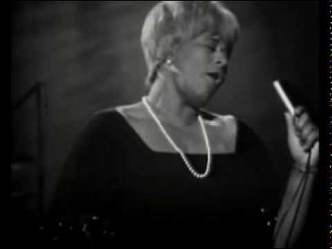 Ella Fitzgerald, 'Lady Ella', fue una cantante estadounidense de jazz que nació el 25 de abril de 1917.