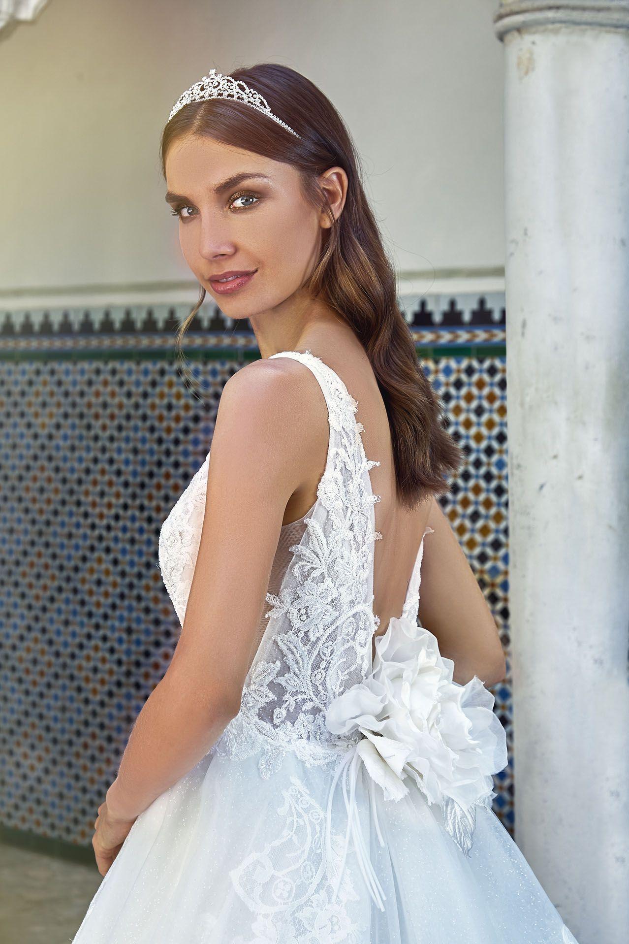 MODELLO LV 0418 Meraviglioso abito da sposa romantico con bustino in pizzo  Leavers ricamato a mano 9f86ed2bcd2