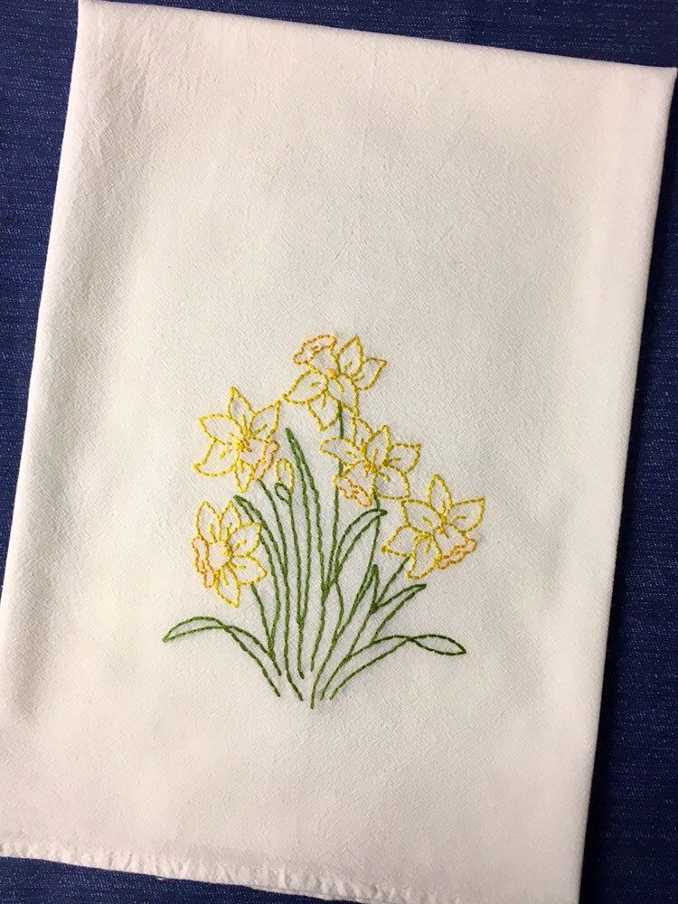 Daffodils Spring Tea Towel hand embroidered flour sack towel Spring flowers farmhouse hand stitched dish towel #dishtowels