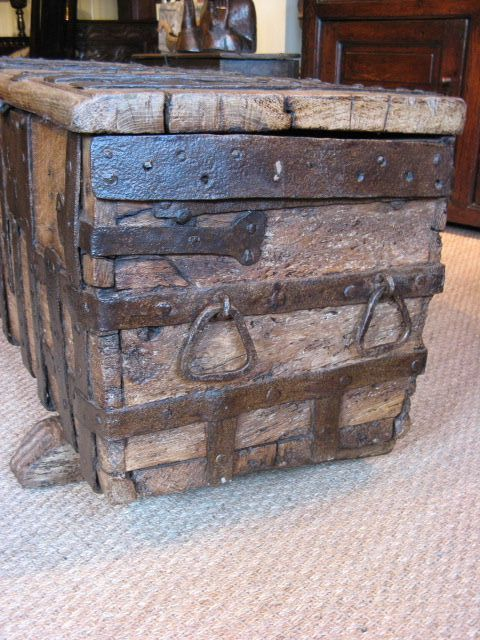 A RARE MEDIEVAL OAK AND IRON BOUND CHEST. 14TH/15TH CENTURY.