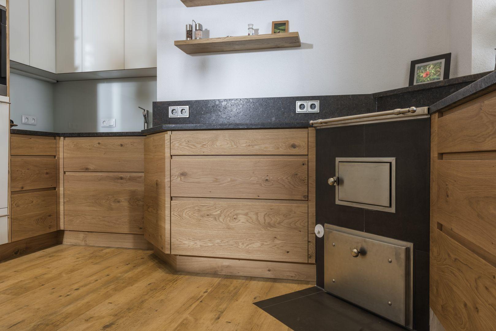Ein Haus Mit Allzeit Bereiter Kuche In 2020 Kuchen Holzofen Kuche Kuche Eiche