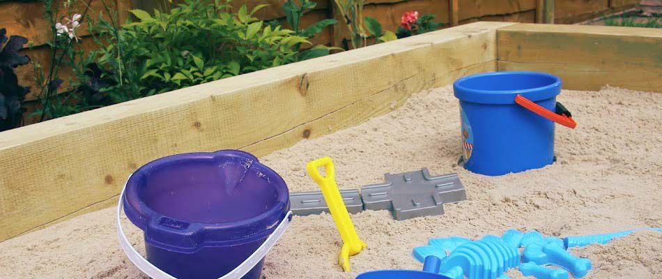How to build a sandpit | Wickes.co.uk | Fonchi | Pinterest