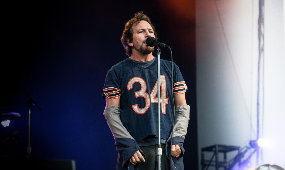 Pearl Jam live in Berlin: Fußball-WM? Basketball! Setlist, Review, Videos - Rolling Stone