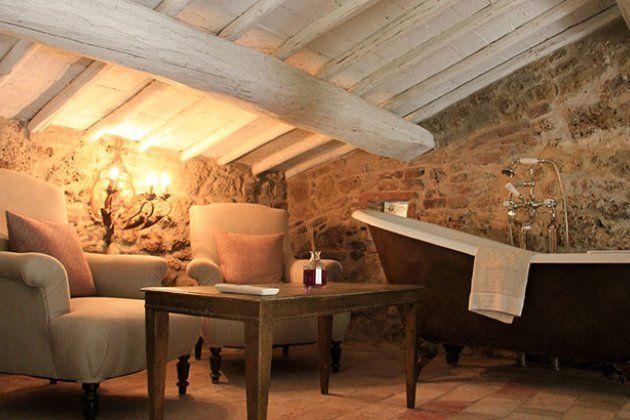Mezzanine level with intimate lounge