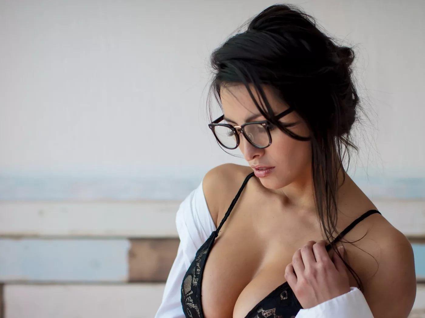 Большие груди брюнеток фото, красивая модель сосет порно
