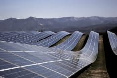 U S Launches No Cost Solar Program For Middle Class Homeowners Solar Panels Solar House Solar Projects