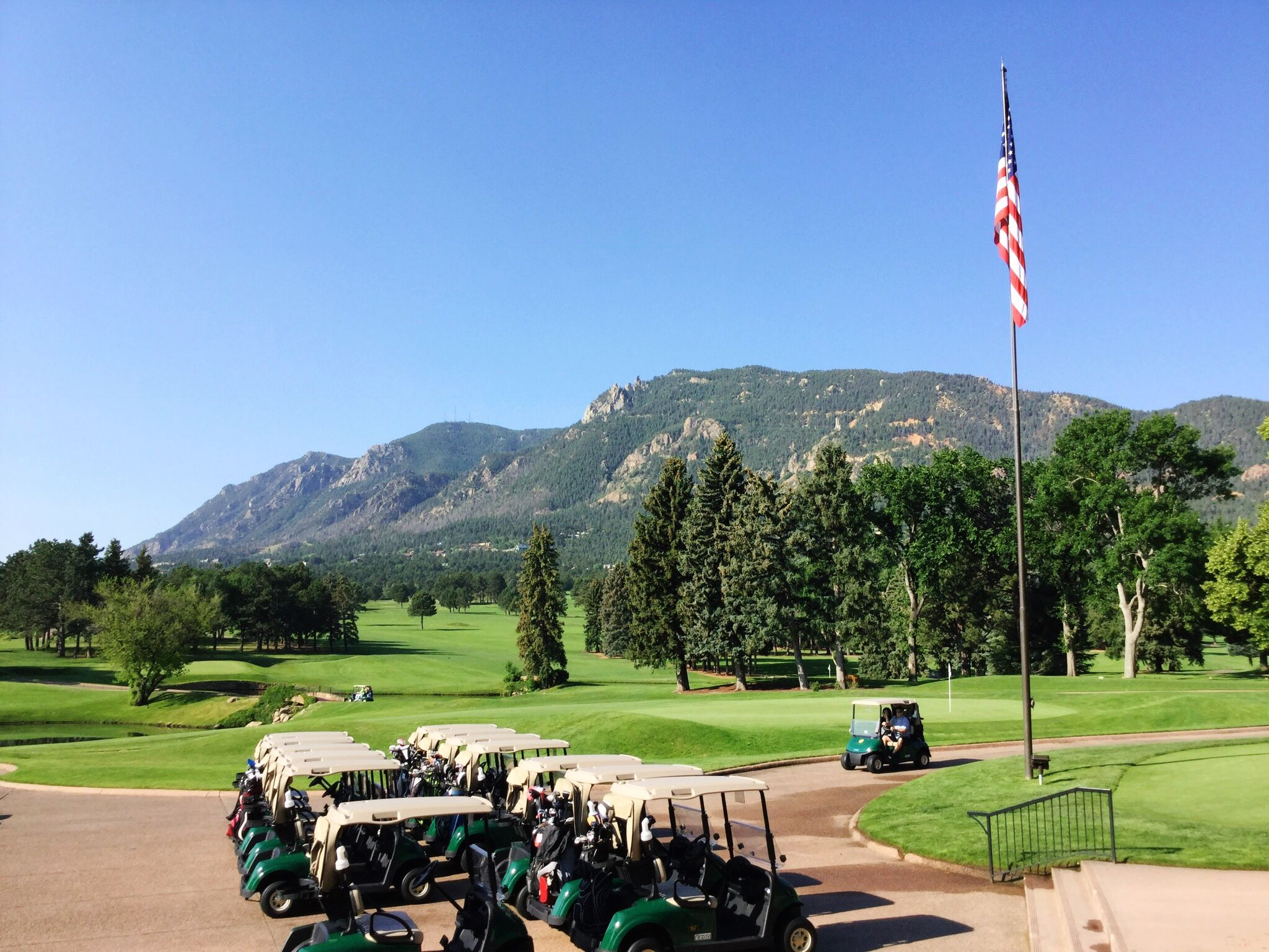 Another Beautiful Rocky Mountain Day At The Broadmoor Golf Club Golf Courses Golf Luxury Travel Destinations