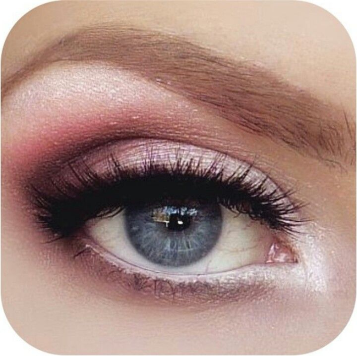 Pretty pink eye makeup. Might do this for prom