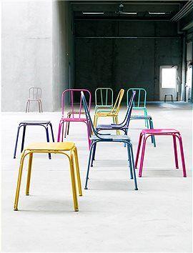 Metallstuhl Die Metallstühle Können Sowohl Drinnen Wie Draußen Stehen. Wir  Bieten Den Stuhl In Zehn Farben An: Grau, Weiß, Lila, Pink, Rosa,.