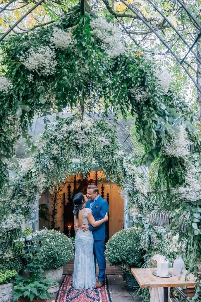 Tolles Brautpaarshooting LADÜ Düsseldorf. Die ganze Fotostory mit vielen   weiteren Hochzeitsfotos auf meiner Webseite. #Brautpaarshooting   #Brautshooting #Hochzeitsfotograf #Hochzeitsshooting #Hochzeit   #RalfSchmidt #1000momente