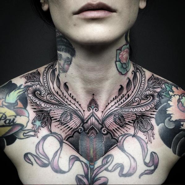 Enfeitar /// Obrigado (kemi) @akemi_higashi & @fabianosallesbjj pela paciência !! #ornaments #beutiful #florear #bellas #tattoo #pumpedupkicks